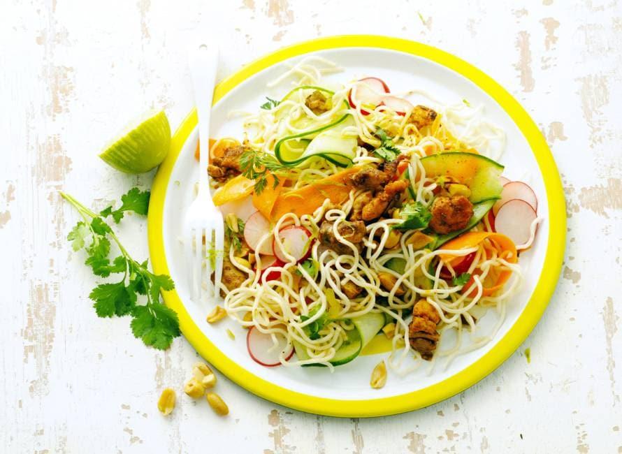 Thaise noedelsalade met kip & pinda's