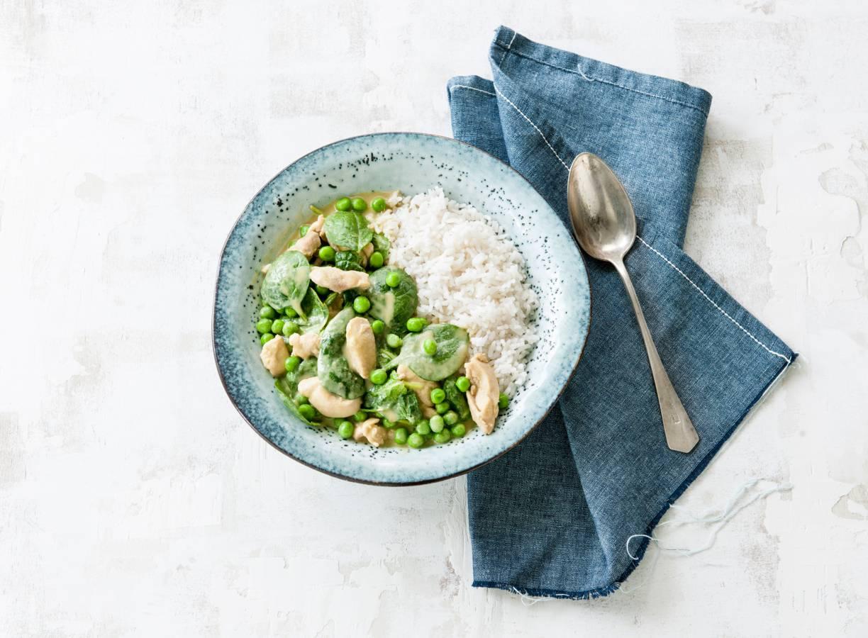 Pittige curry met kip en groene groenten