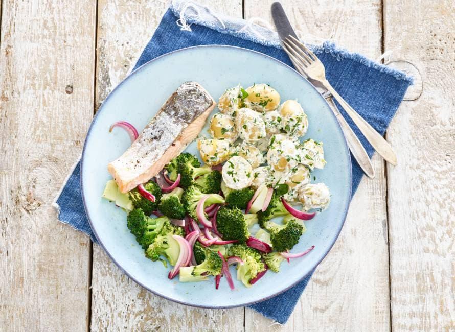 Zalm met romige aardappelsalade en broccoli