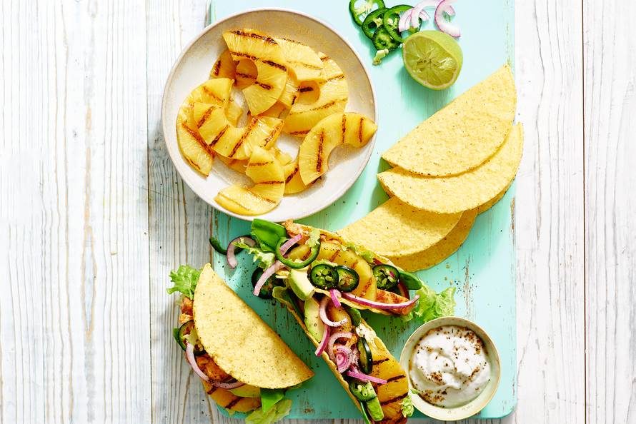 Taco's met ananas, kipdijfilet en jalapeñopeper