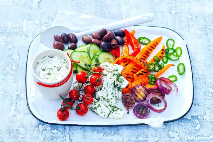 Griekse salade met yoghurtdressing