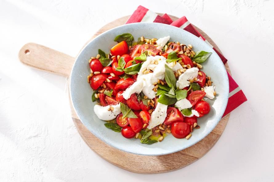 Salade 'caprese' met pijnboompitten