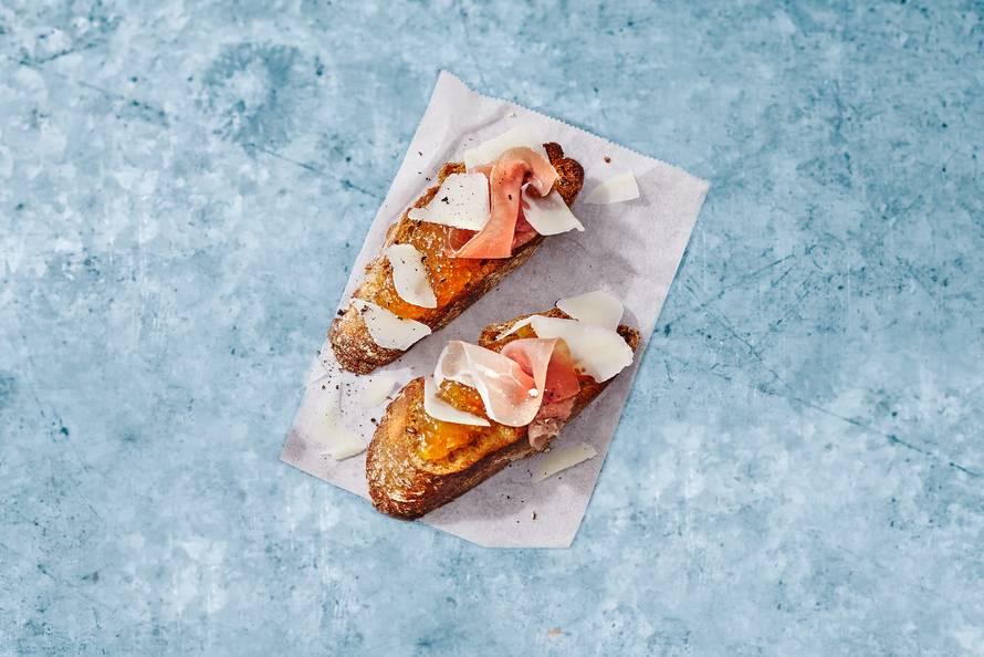Bruschette vijgenjam met Italiaanse ham en kaas