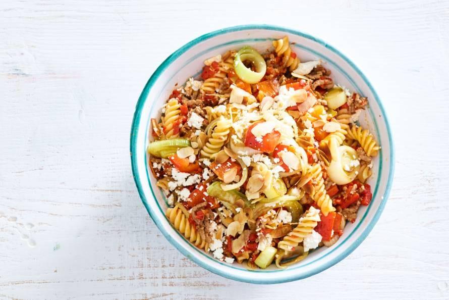 Pasta met paprika-amandelsaus en gegrilde groenten