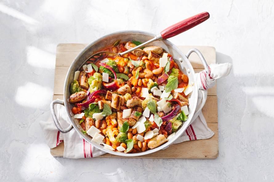 Bonen-tomatenstoof met rozemarijn & chipolataworstjes