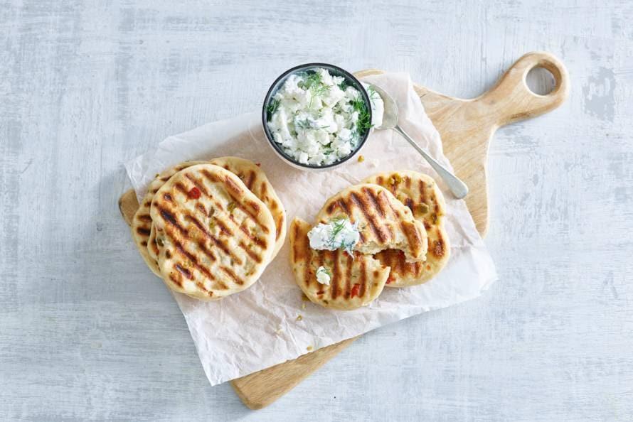 Broodjes met jalapeño's en feta