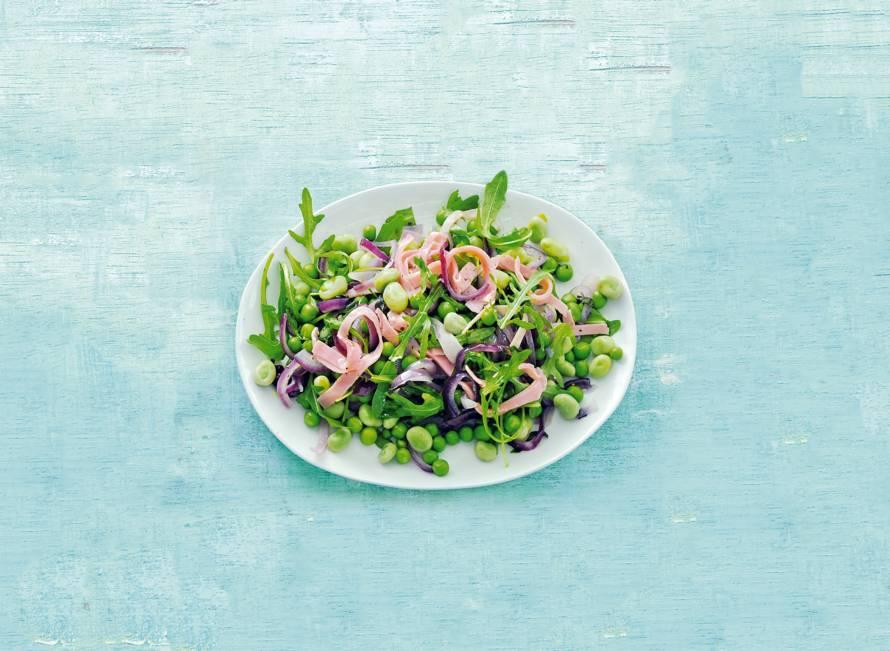 Erwten en tuinbonen met salie, ui en ham