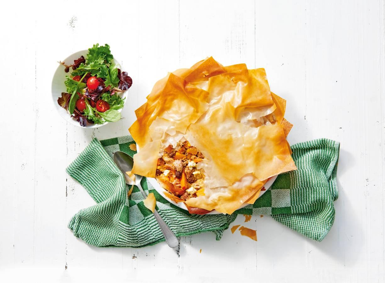 Marokkaanse geïnspireerde quiche met tonijn, rozijnen & pompoenstukjes