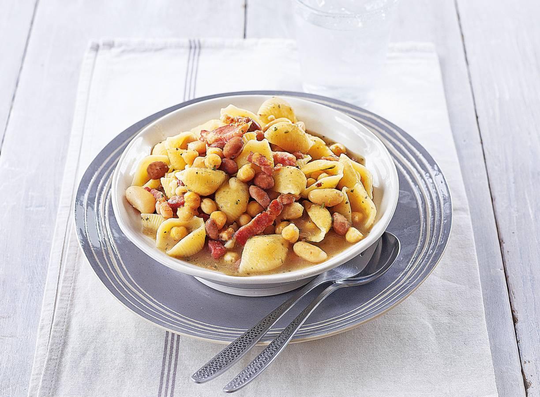 Gino D'Acampos Napolitaanse pasta met drie-bonensaus