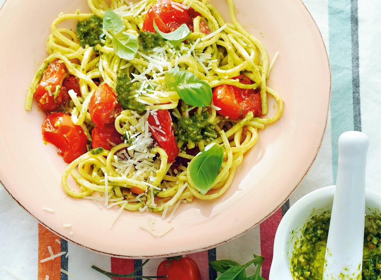 Spaghetti Alla Trapanese met amandelpesto en romaatjes