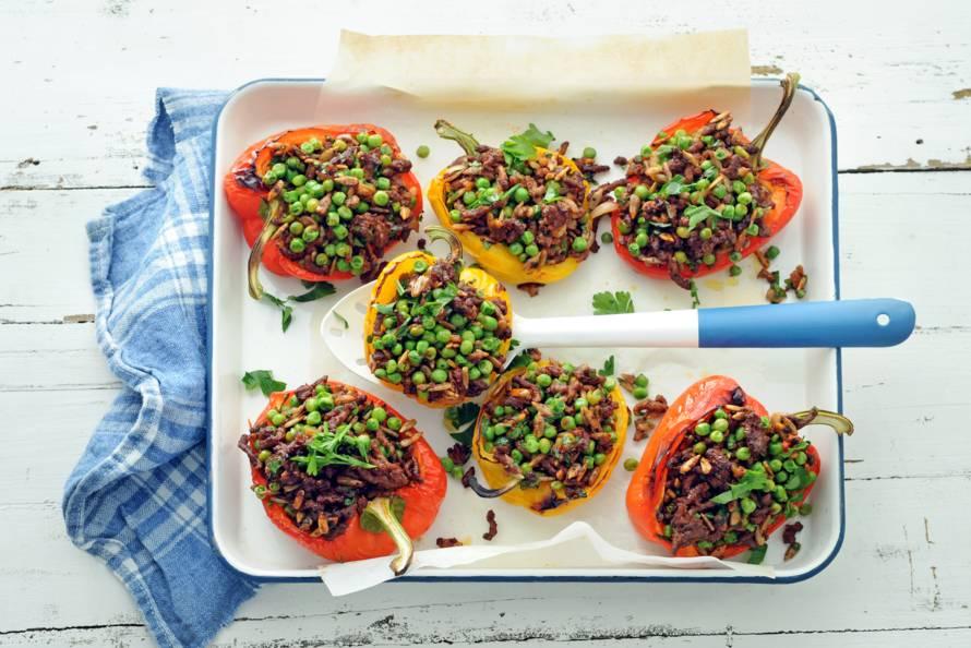 Gevulde paprika's met gehakt en tuinerwten