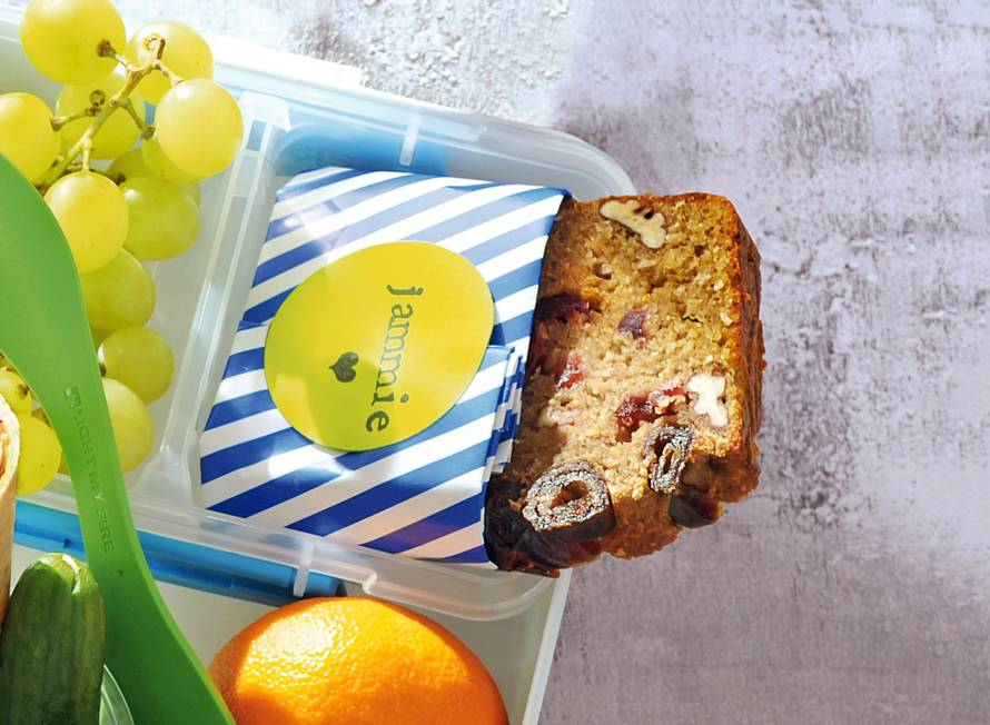 Ontbijtcake met noten en banaan