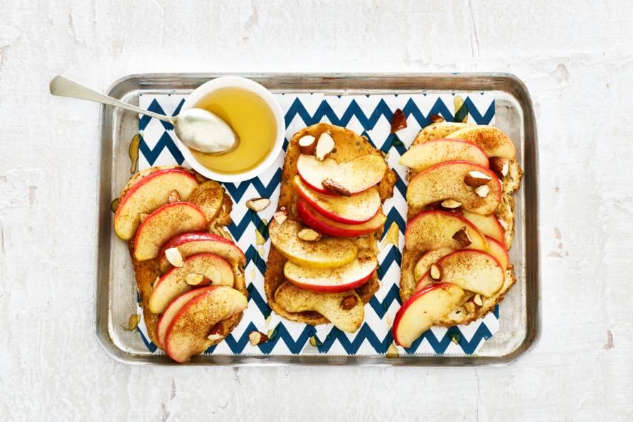 Open sandwich met appel, kaneel en amandel