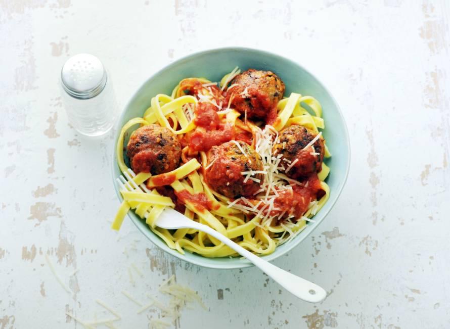 Tagliatelle met veggie balls in tomatensaus