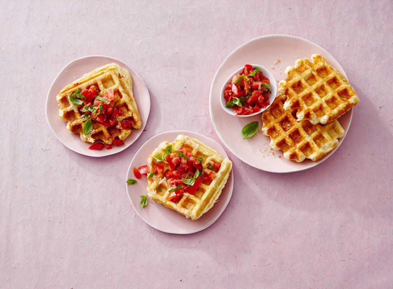 Hartige wafels met Parmezaanse kaas en tomatensalsa