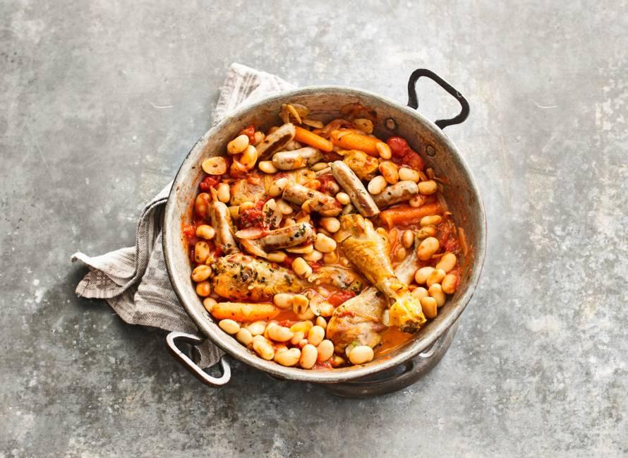 Cassoulet (Franse stoofschotel) met kip, worst en limabonen