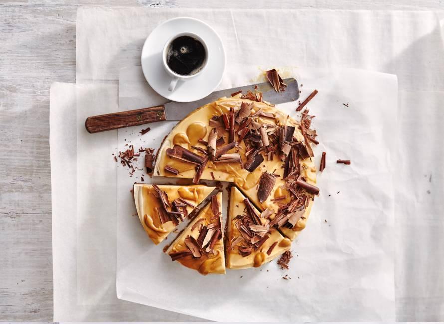 Koffiecheesecake met karamel en chocolade