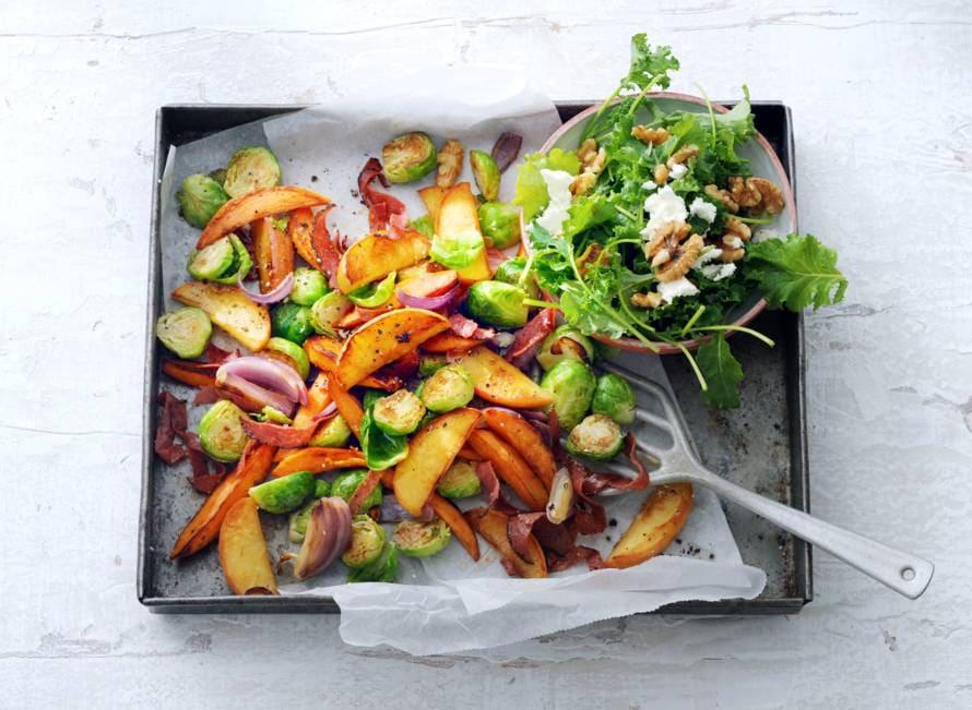 Ovenschotel met appel, spruiten en salami