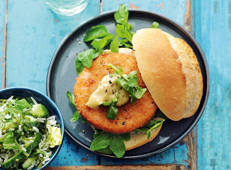 Zalmburger met frisse zeewier-rijstsalade