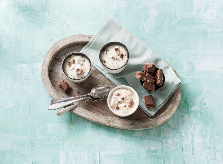 Tony's Chocolonely milk & cookies panna cotta