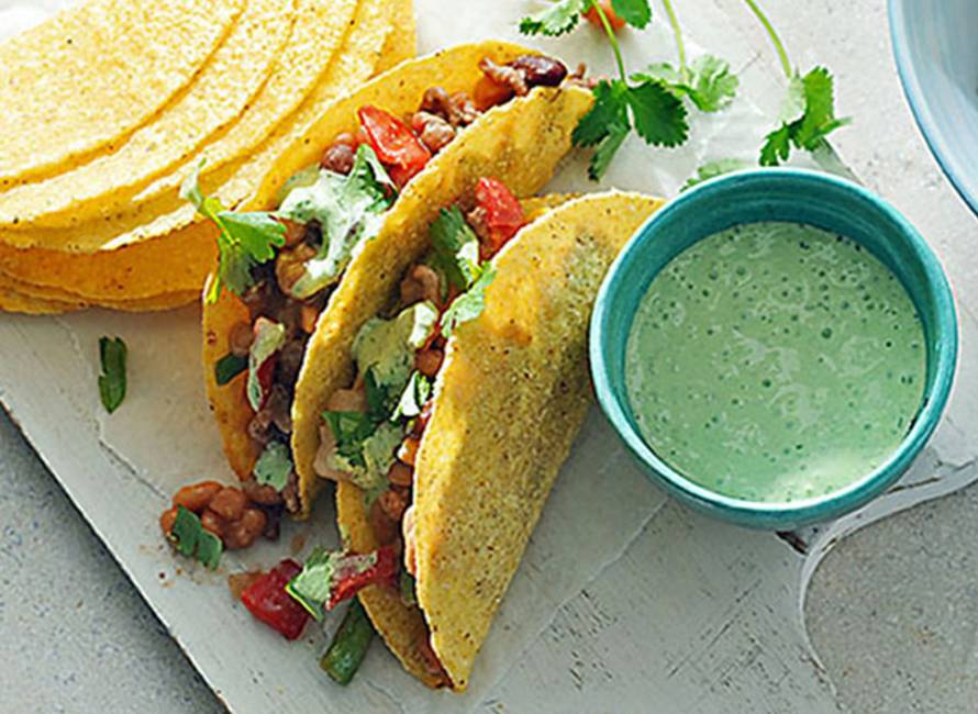 Milde Mexicaanse chili met frisse knoflookyoghurt