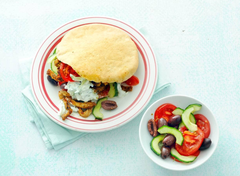 Pita gyros met tzatziki & salade
