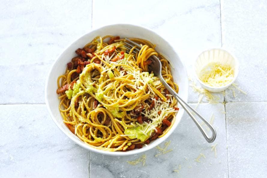 Spaghetti avocado-carbonara