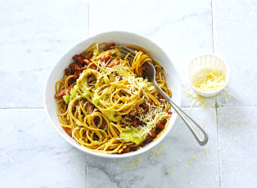 Spaghetti avocado-carbonara