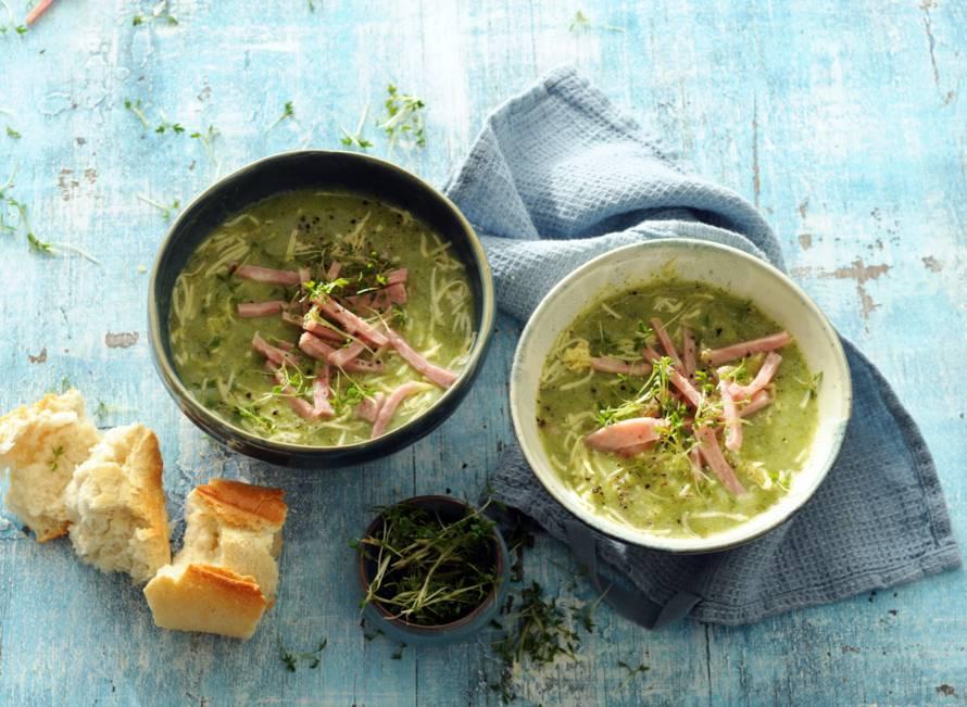 Aardappel-broccolisoep met hamreepjes