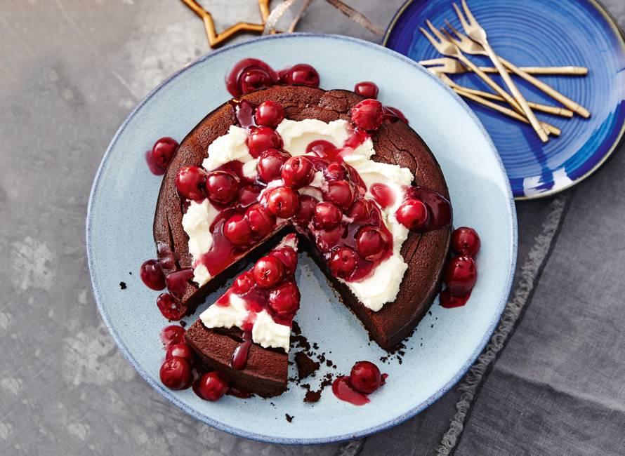 Brownietaart met warme kersen en mascarpone