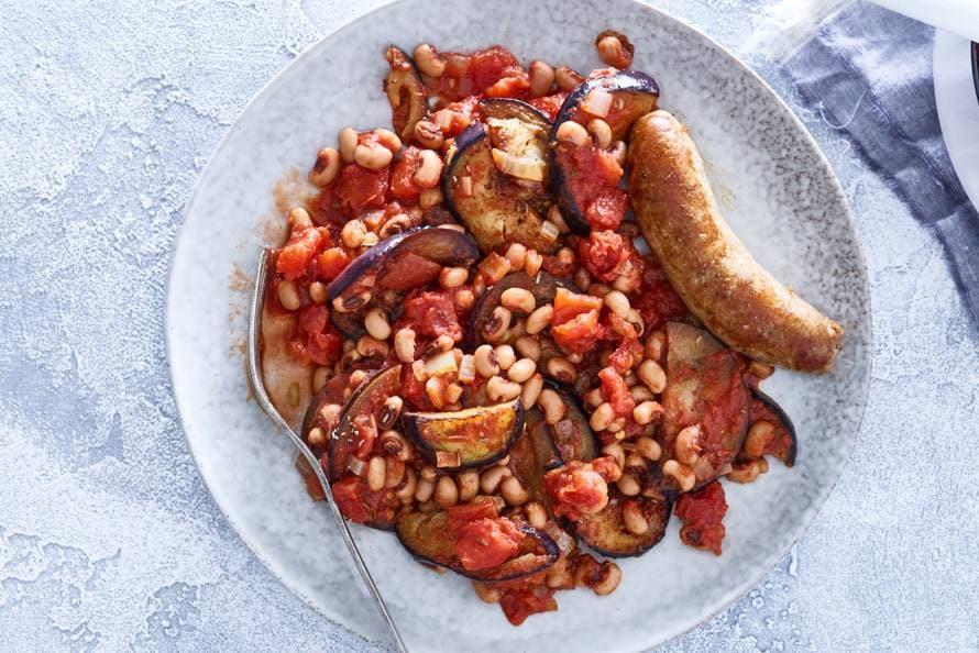 Pittige Spaanse bonenstoof met braadworst en aubergine