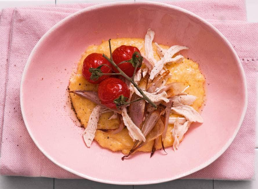 Parmezaanpolenta met pulled chicken en oventomaatjes