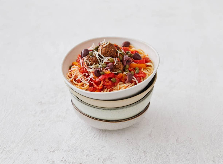 Spaghetti met paprika en vegaballetjes