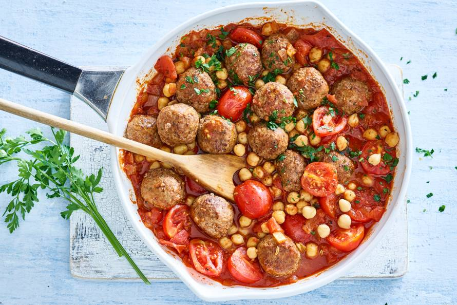 Snelle Spaanse tomatenstoof met gehaktballetjes