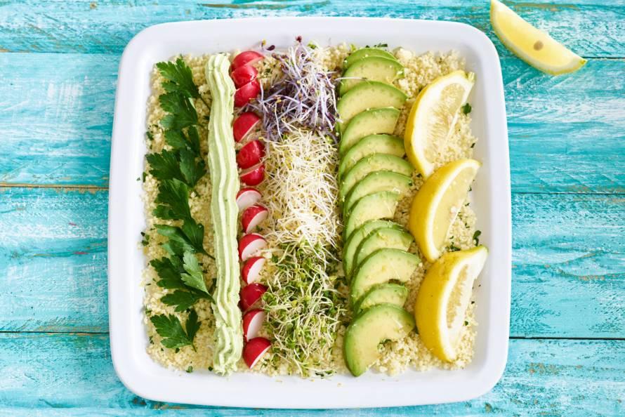 Couscoussalade met geitenkaas, avocado en kiemgroente