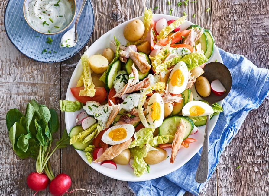 Frisse lentesalade met makreel, kriel en radijs