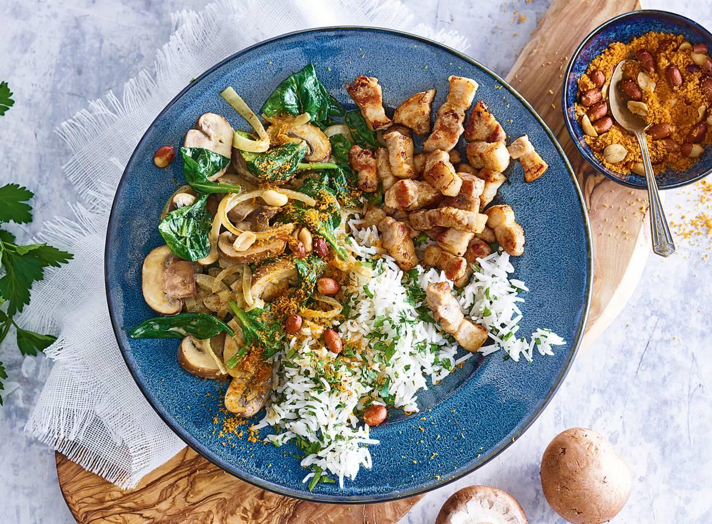 Milde curry met spinazie en speklapjes
