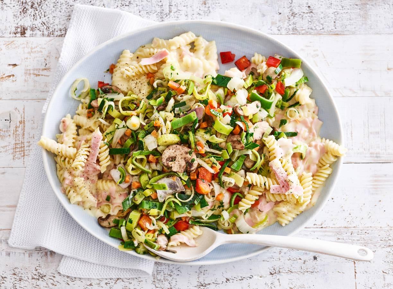 Fusilli met groente en ham-kaassaus