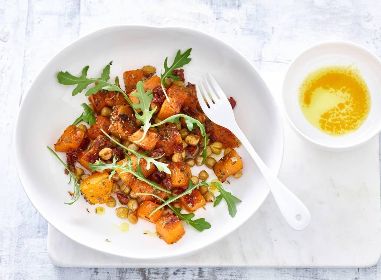 Salade met kikkererwten en pompoen van Ella Mills