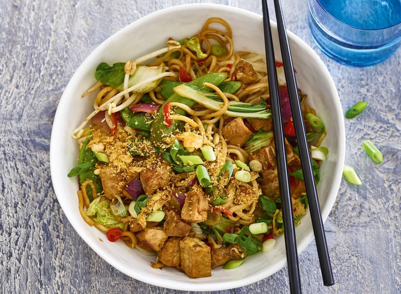 Snelle bami met Chinese wokgroente en komijn