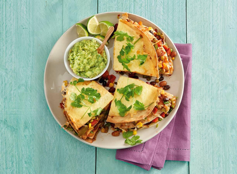 Tortillataart met bonen, koriander en kaas
