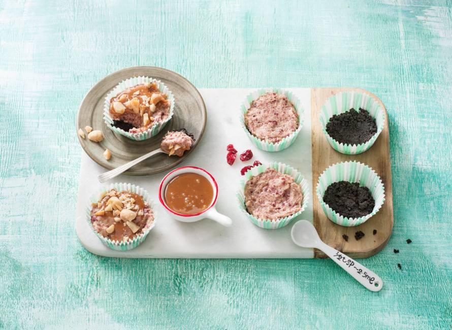 Cookie dough-cupcakes met Oreo-bodem en gezouten karamel