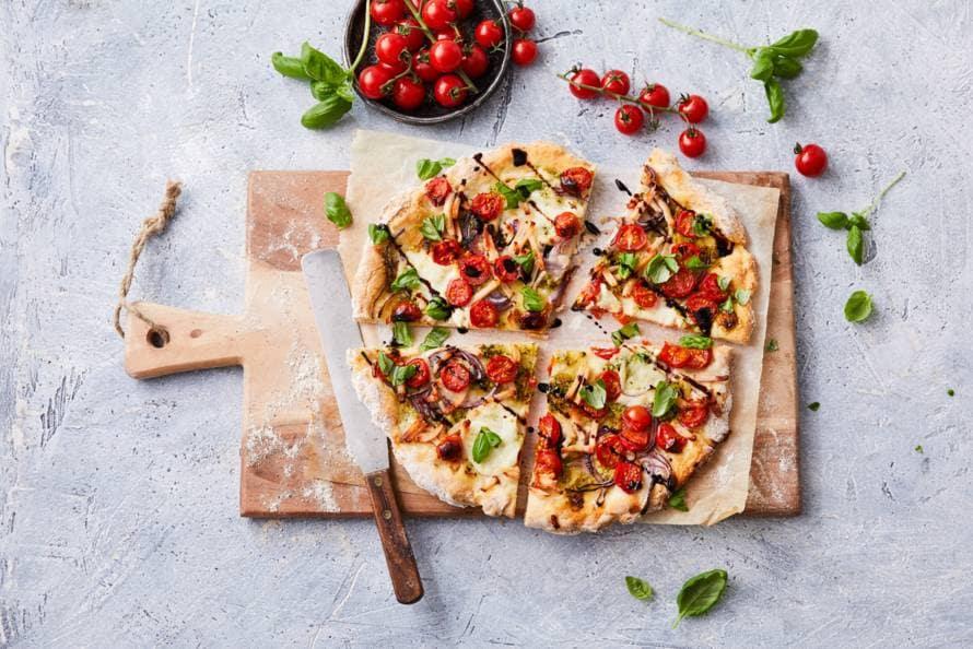 Glutenvrije Pizza Caprese Met Gerookte Kip Recept Allerhande
