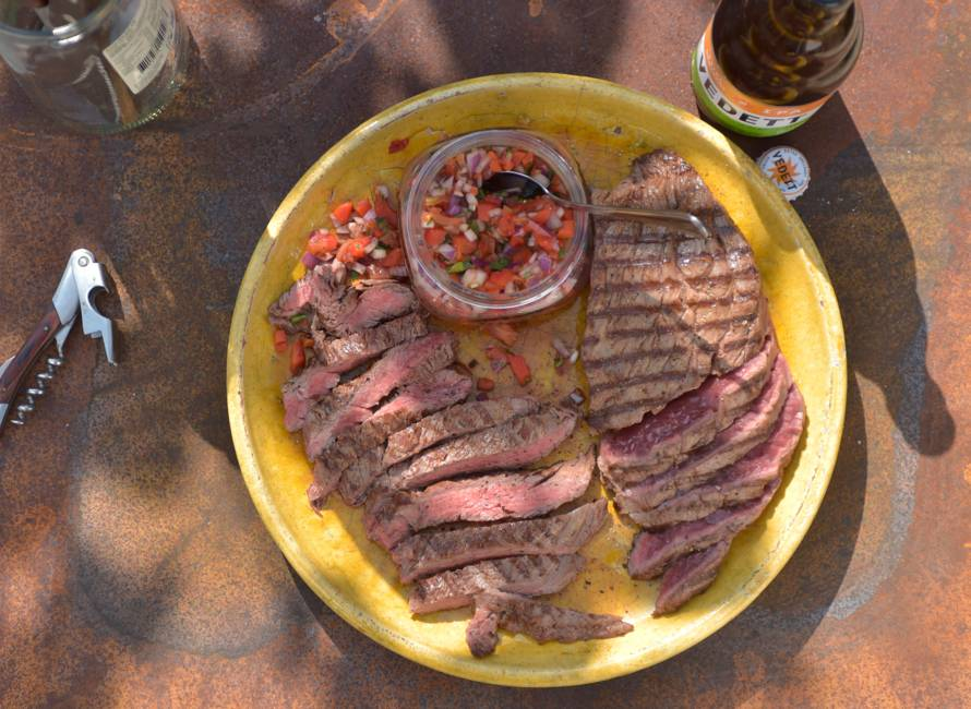 Bavette met smokey red chimichurri