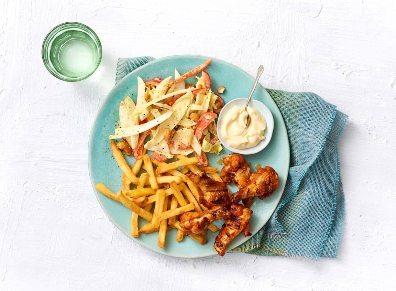 bbq kipkluifjes met frites en witlofsalade