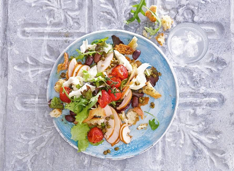 Mediterrane salade met basilicumcroutons