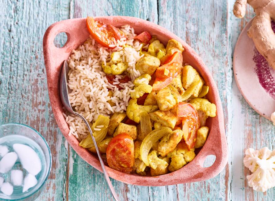 Indiase kiproerbak met bloemkool en rijst