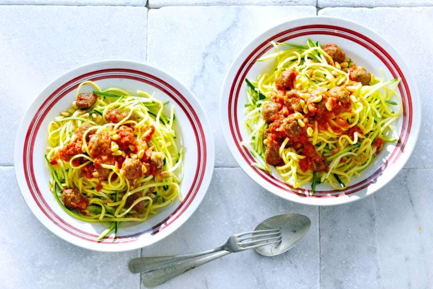 Courgettespaghetti met tomatensaus
