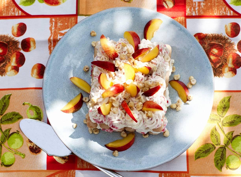 Tiramisu met zomerfruit en hazelnoot