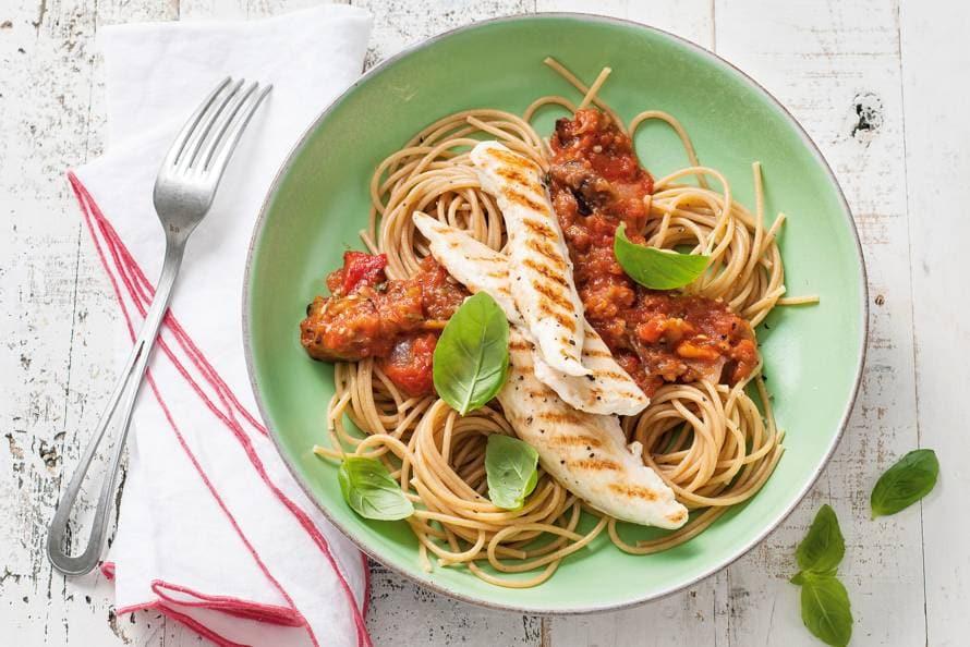 Volkorenspaghetti met malse kiphaasjes